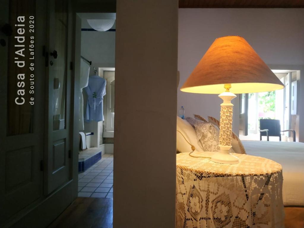 A bed or beds in a room at Casa d'Aldeia de Souto de Lafoes