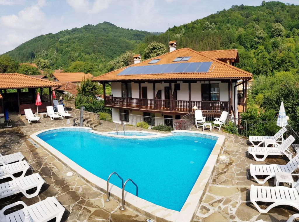 Family Hotel Chiflik Hills