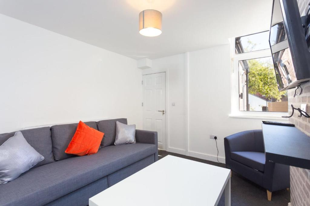 A seating area at Townhouse @ 76 Clare Street Stoke