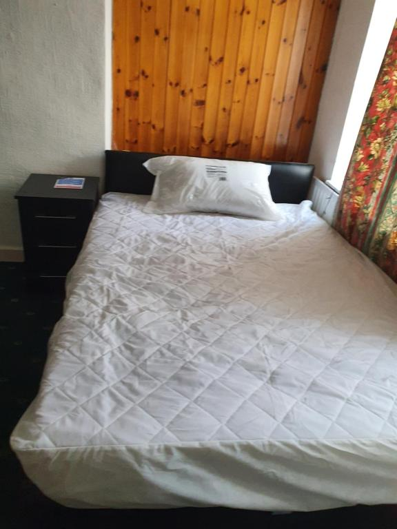 A bed or beds in a room at B&D Lodge