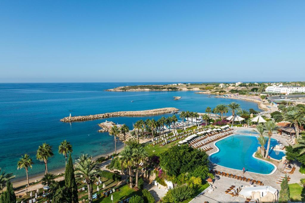 Ett flygfoto av Coral Beach Hotel & Resort Cyprus