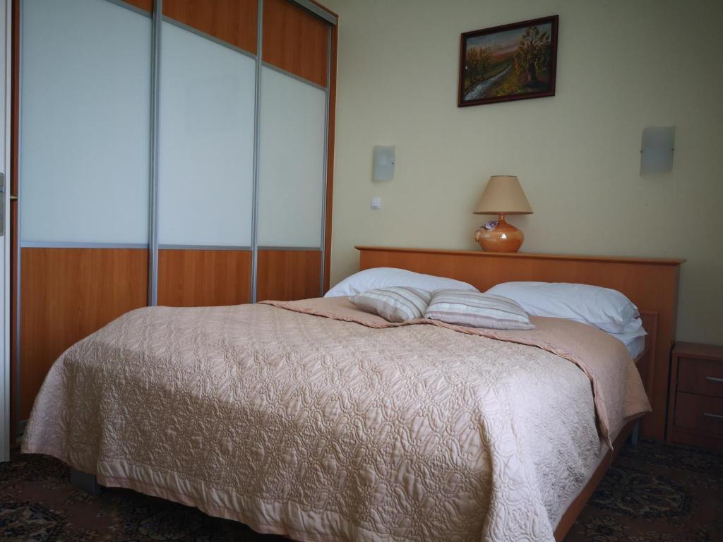 Кровать или кровати в номере Apartment Oranžno Poletje Vila Golf