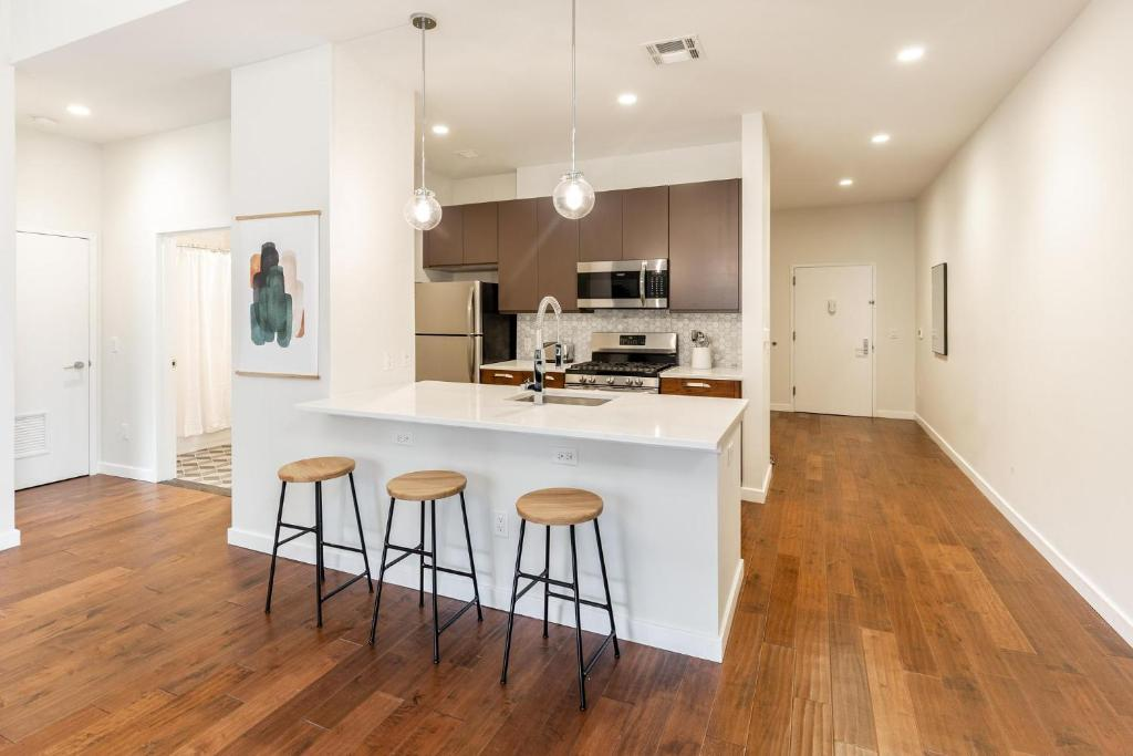 Kislak 203 Luxurious 1BR Steps from Everything