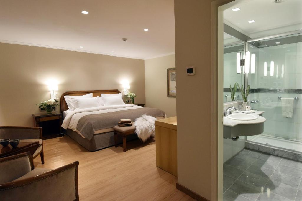 Una cama o camas en una habitación de Windsor Hotel & Tower Argentina
