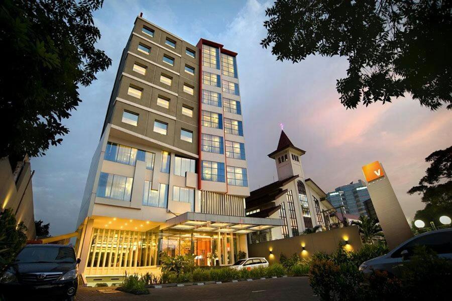 V Hotel Tebet Jakarta Updated 2021 Prices
