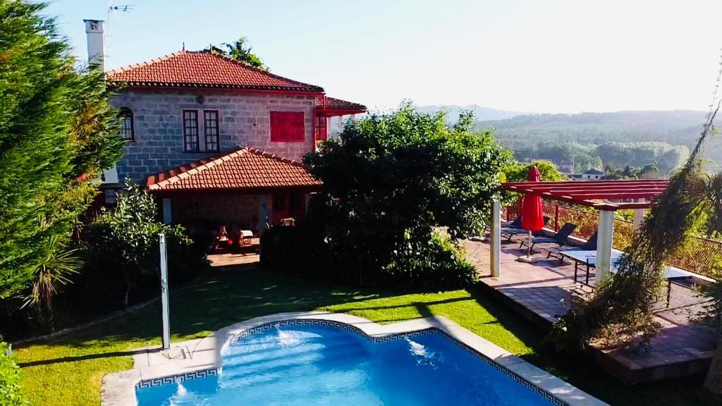 A view of the pool at Vila Aurora or nearby