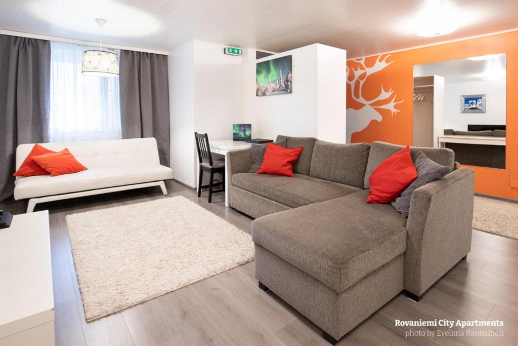 A seating area at Rovaniemi City Apartments