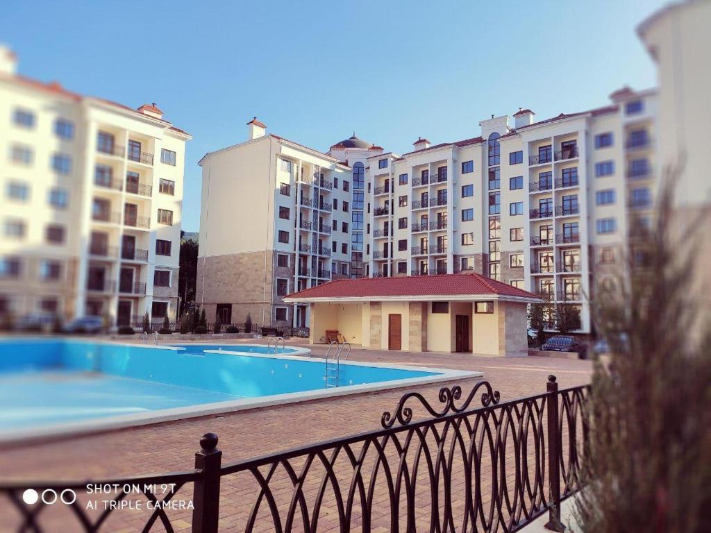 The swimming pool at or close to Аппартаменты на Черном море