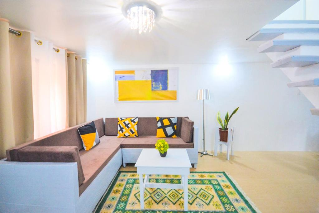 Charming Modern 2-Bedroom Apartment, Olongapo City Center