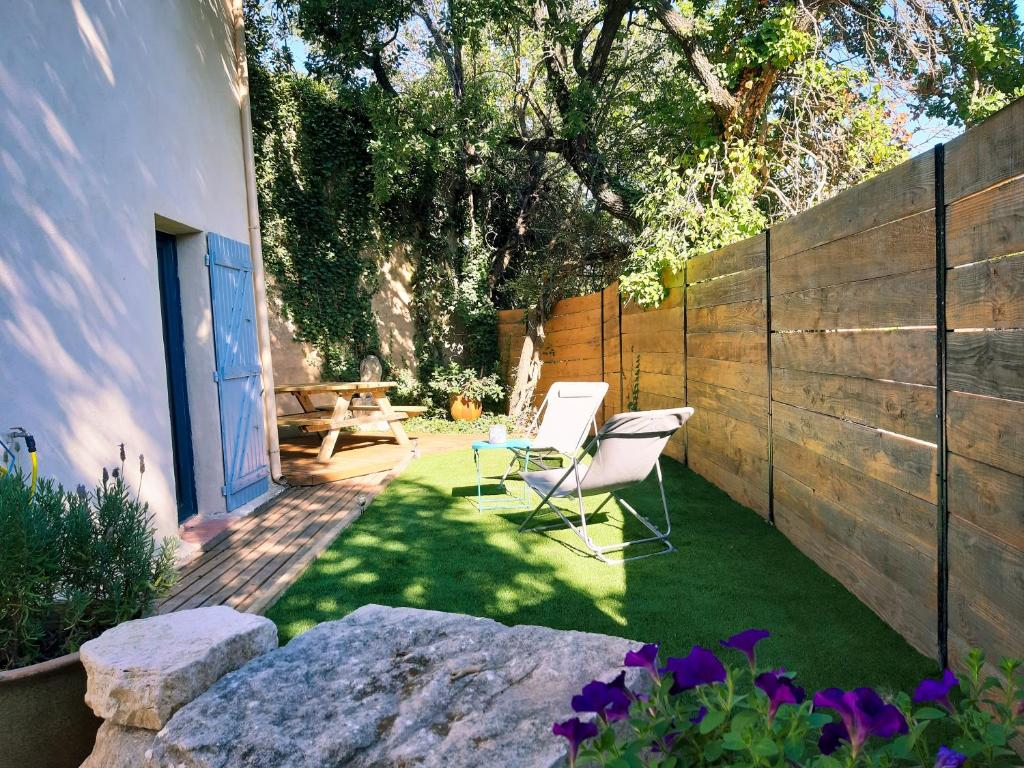 Gîte La Quille - Maison de hameau en Provence pour 4 personnes avec jardin privatif