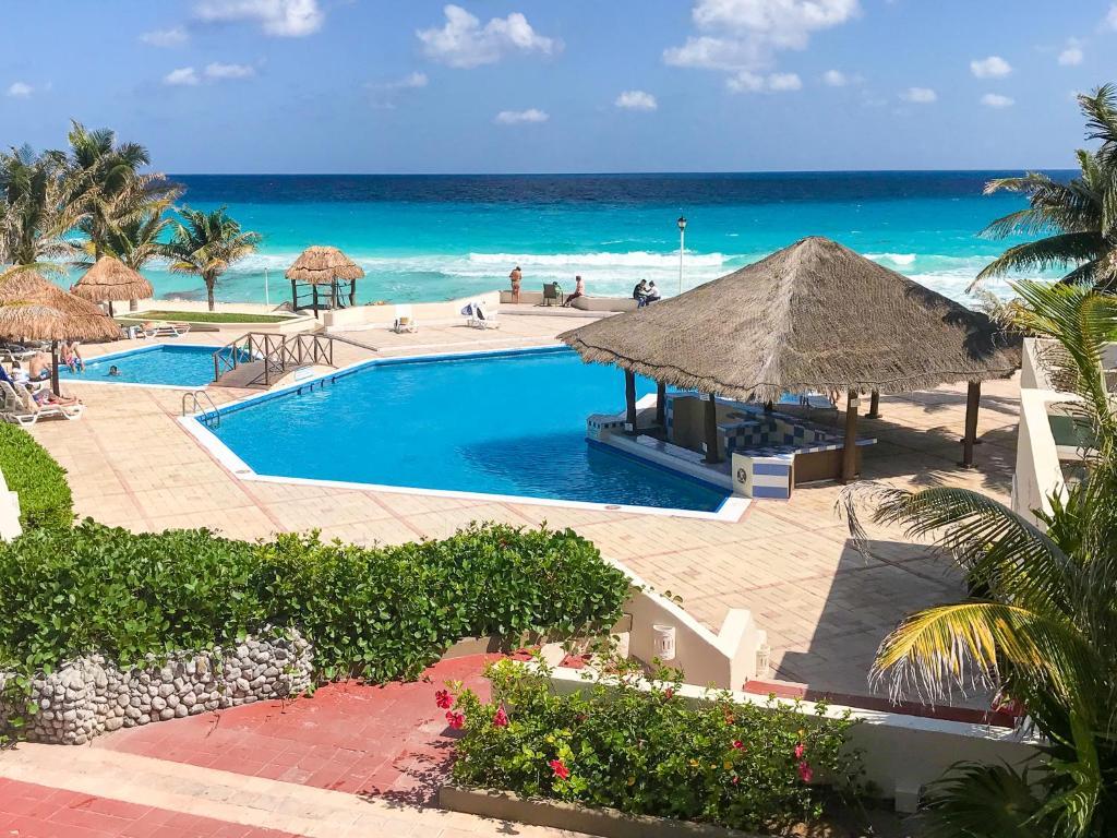05 Water View Beach Ocean front comfortable 1 bdrm apartment Brisas Cancun Hotel Zone