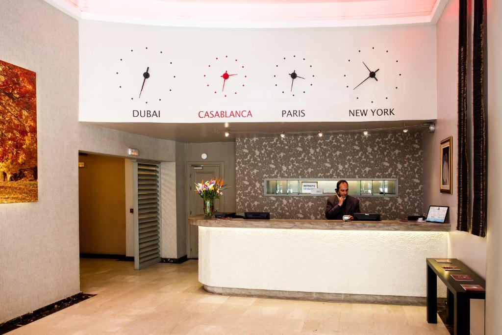 The lobby or reception area at Hôtel Les Saisons