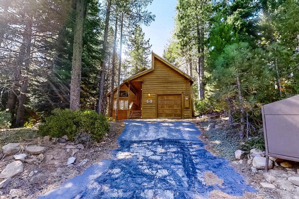 Friendly Tahoe Donner Cabin