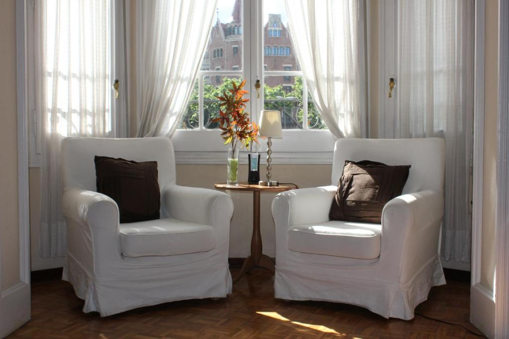 A seating area at Ally's Bed&Breakfast