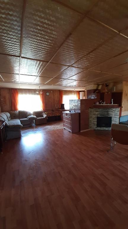 Дом для отдыха в живописном месте со всеми удобствами для семейного отдыха В доме имеется всё необходимое для проживания Рядом с домом есть летняя кухня баня с выходом на озеро и беседкой В шаговой доступности песчаный пляж