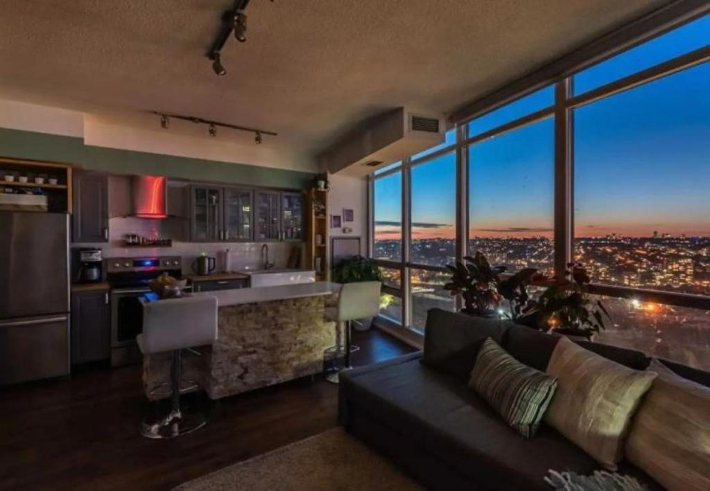 Executive Condo downtown with skyline view