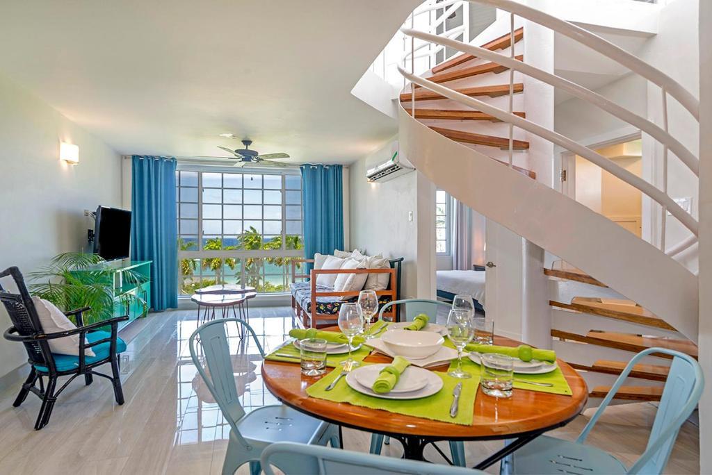 ultra modern 2br penthouse sleeps 5