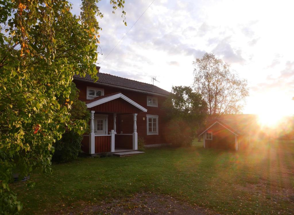 Traditional old swedish cottage i Djura – uppdaterade priser för 2021