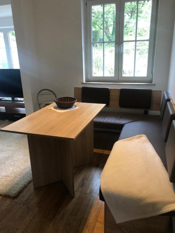 Privates Zimmer, Handwerkerzimmer zusätzlich Küche, Bad, Wohnzimmer, Garten vorhanden