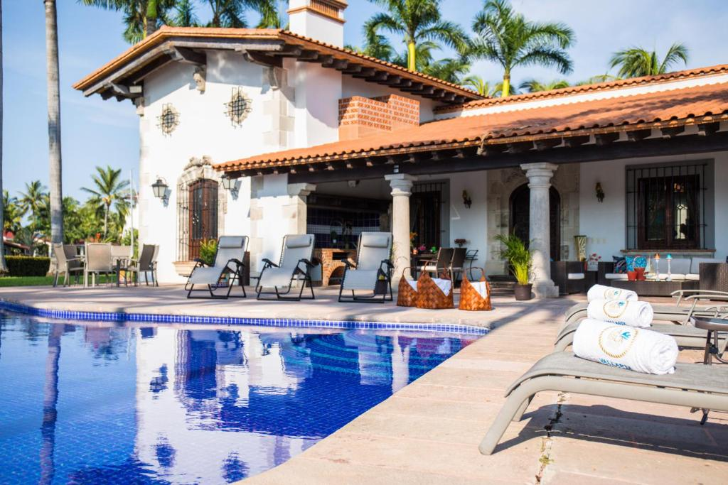 Splendid 5BR waterfront home for the getaway of your dreams! Private pool