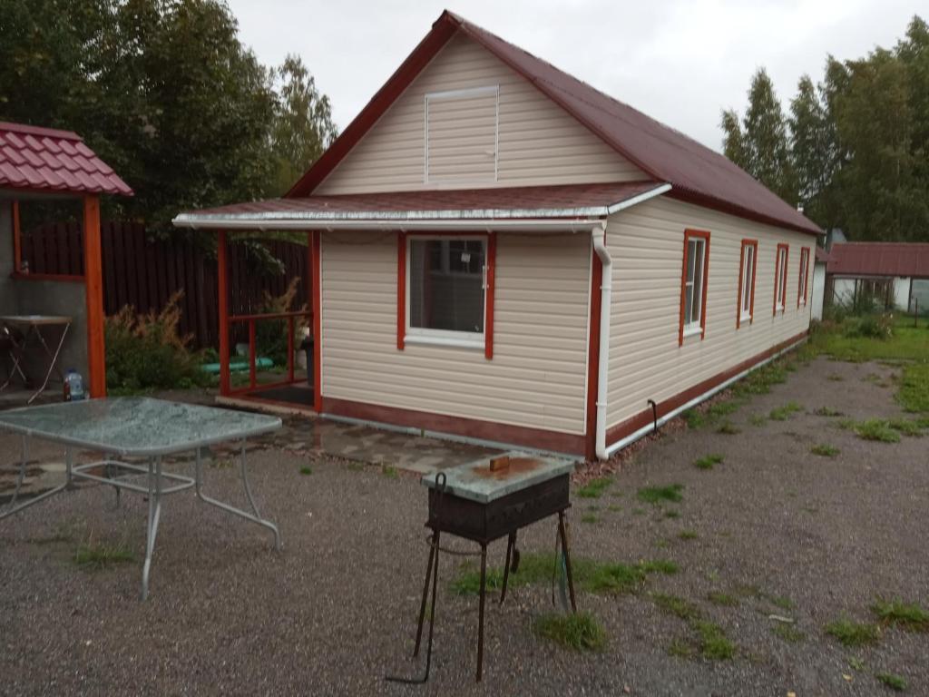 дом у озераВуокса с беседкой и баней