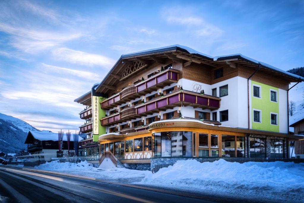 Hotel Barbarahof Saalbach im Winter