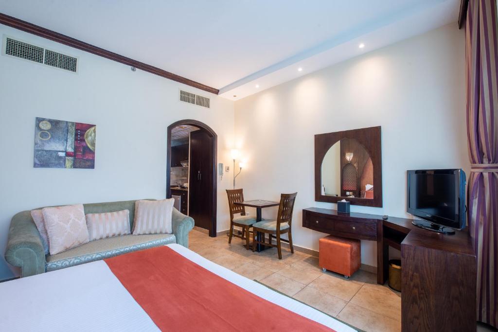 First central hotel suites 4 оаэ дубай сколько в дубае стоит снимать квартиру