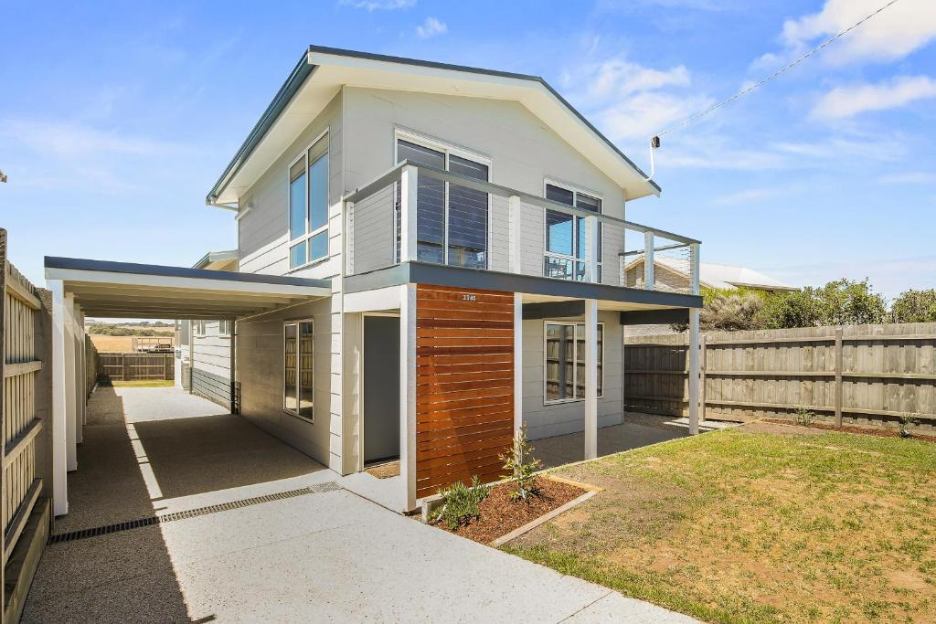 Ocean Chill 10 Minutes Drive to Phillip Island, Pet Friendly Family Home Sleeps 8