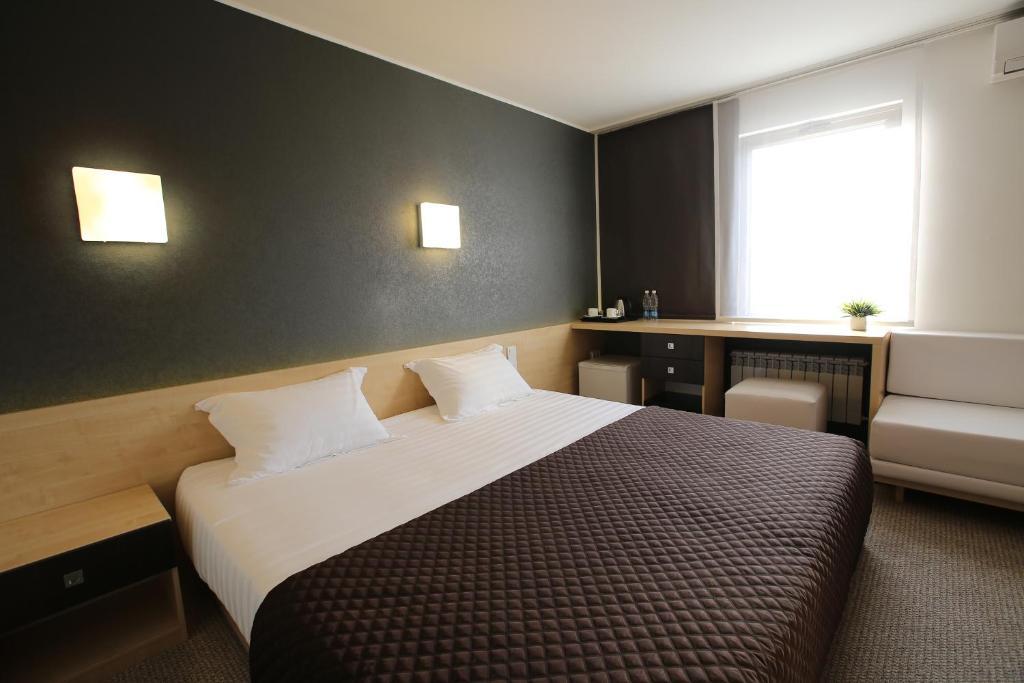 Кровать или кровати в номере Futuro Hotel Bishkek