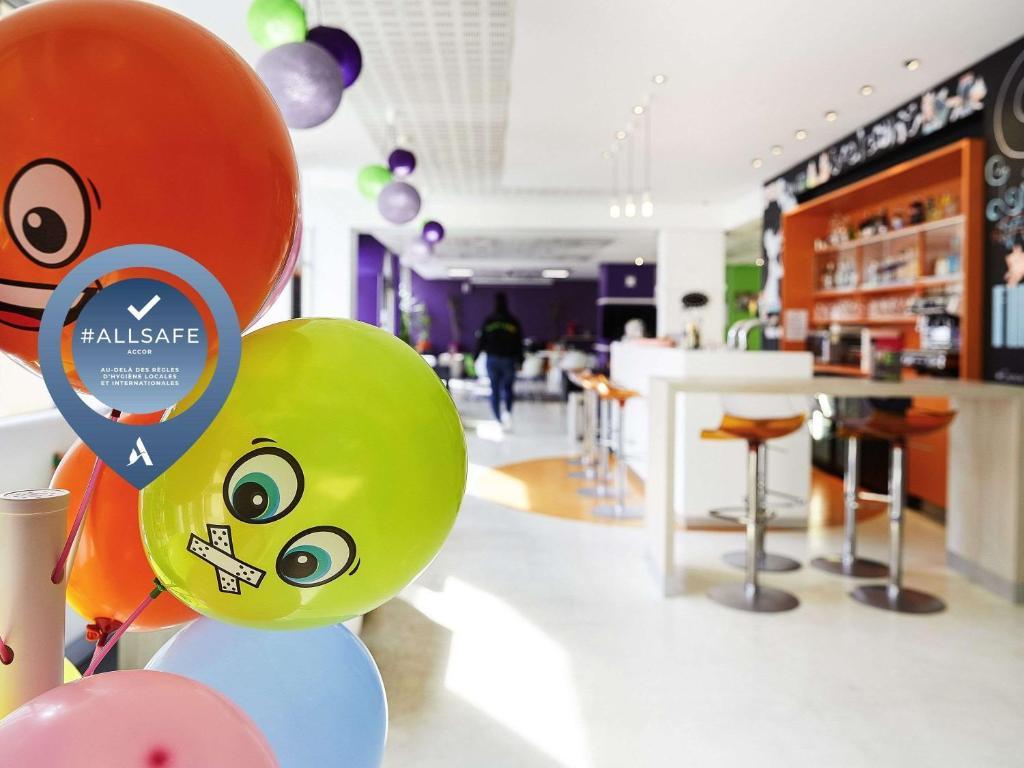 Salon ou bar de l'établissement ibis Styles Lille Centre Gare Beffroi