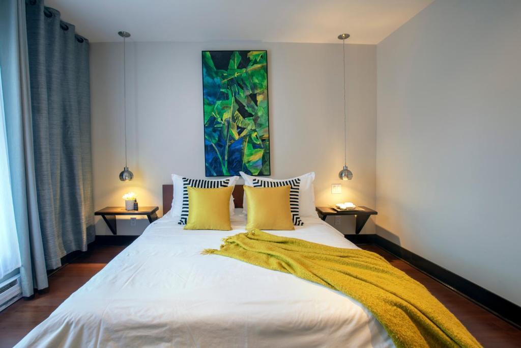A room at Les appartements Loft Jacques-Cartier-Le Plateau Private parking
