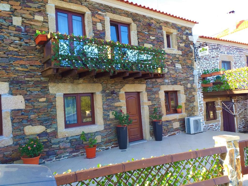 Um pátio ou outra área exterior em Meimoa Guesthouse