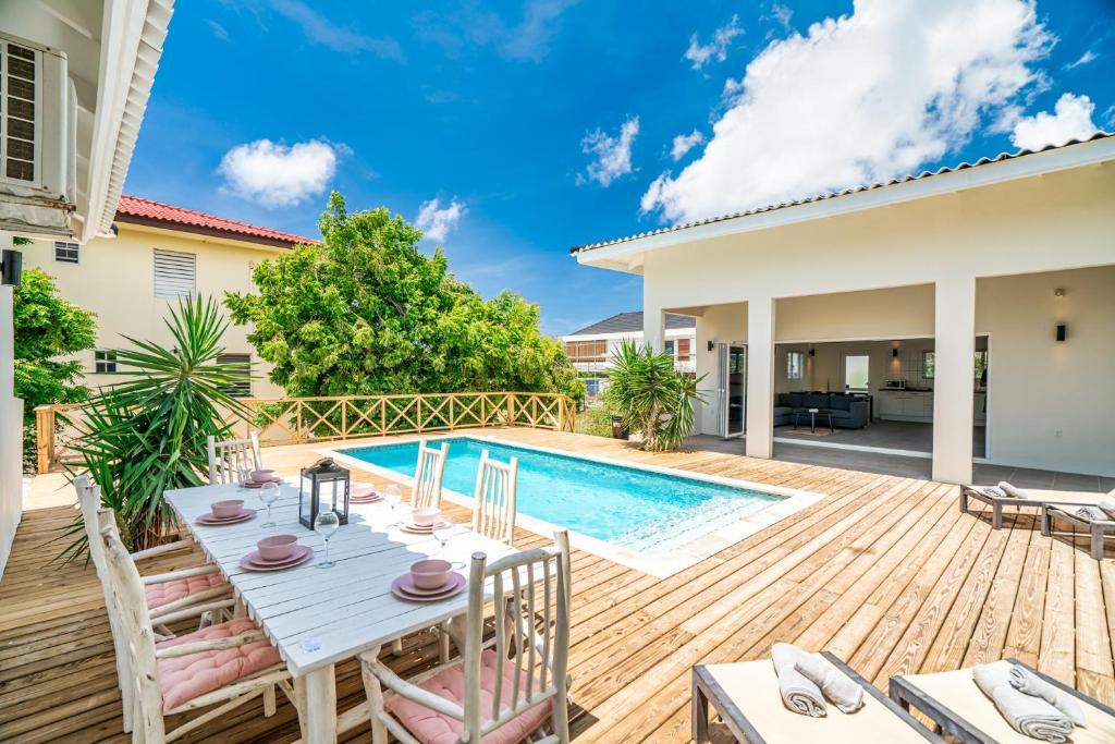 A piscina localizada em Villa Zarza ou nos arredores
