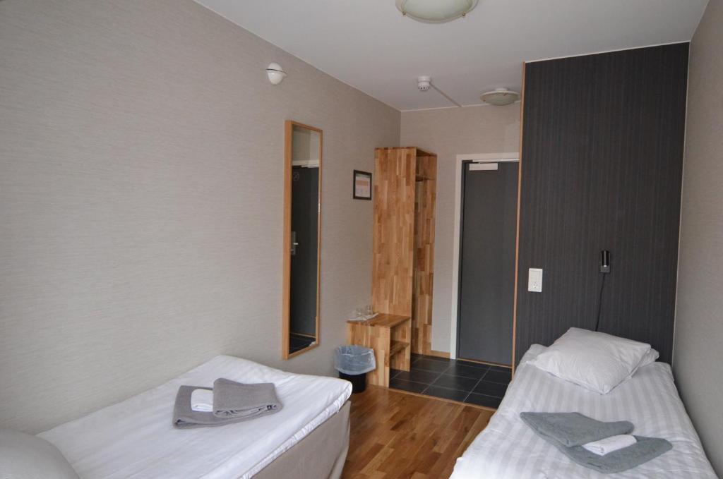 Säng eller sängar i ett rum på Hotell Svanen