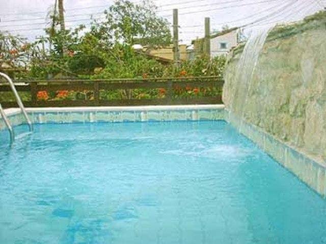 A piscina localizada em Bella Búzios Pousada ou nos arredores