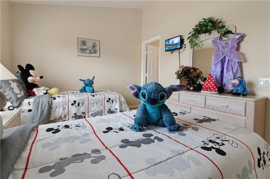 Pet or pets staying with guests at Disney Fast Pass to the Park