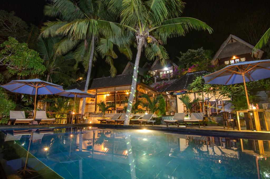 The swimming pool at or near Song Lambung Beach Huts