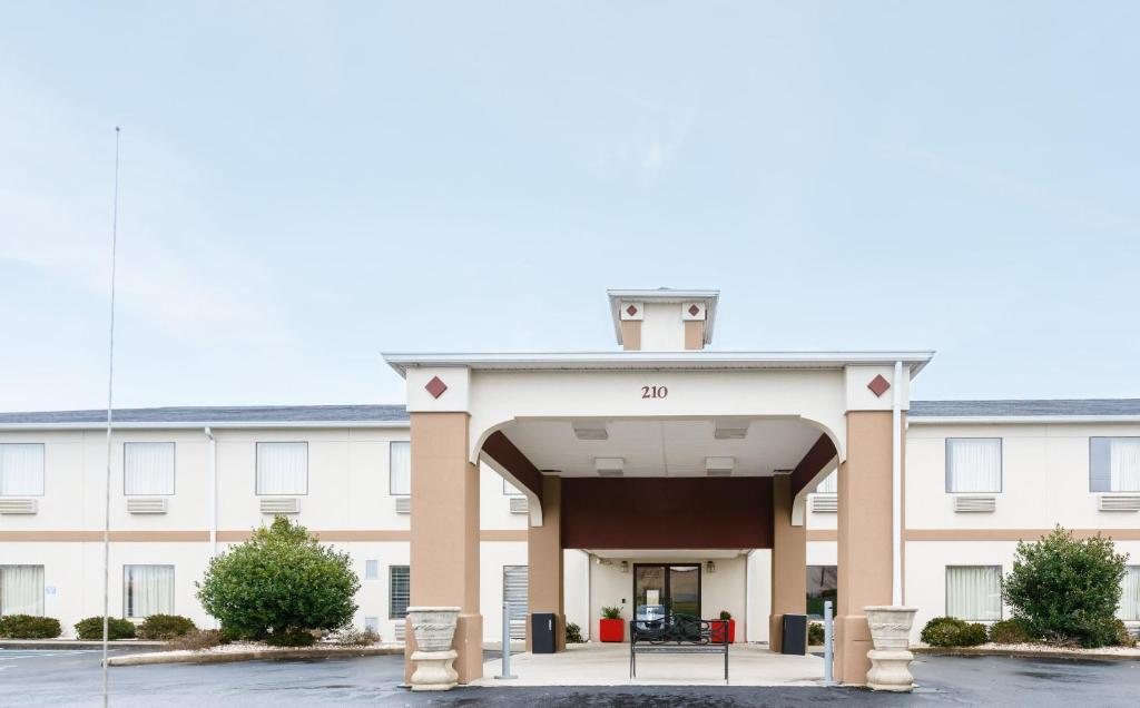 Red Roof Inn PLUS+ Danville, KY