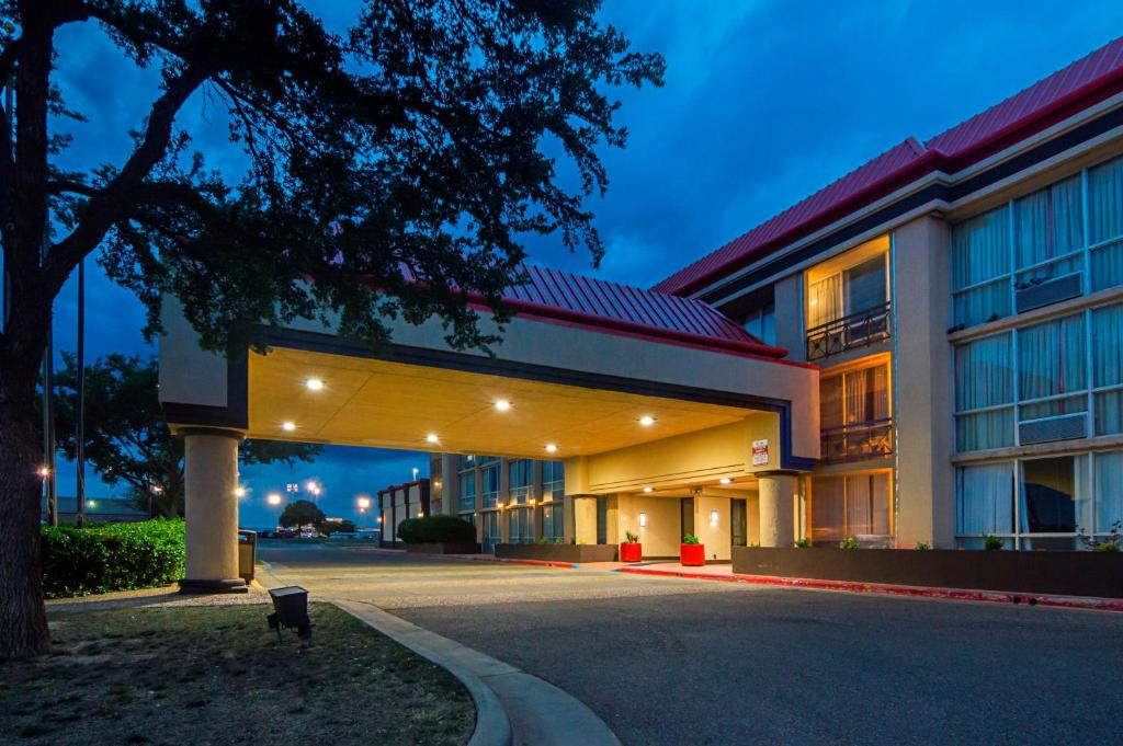 The facade or entrance of Red Roof Inn & Conference Center Lubbock