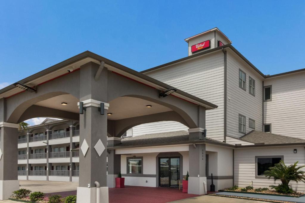 Red Roof Inn PLUS + Galveston - Beachfront