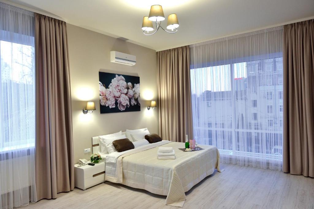 Кровать или кровати в номере Gosudar Hotel