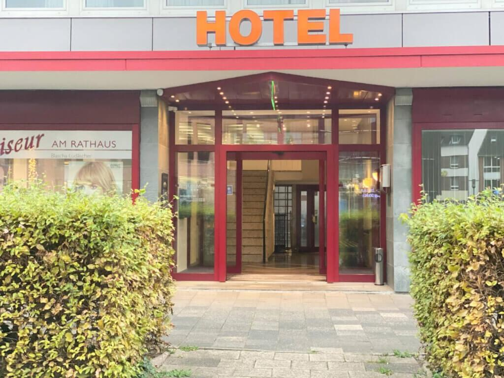 Eine Fassade oder ein Eingang zu Hotel am Rathaus