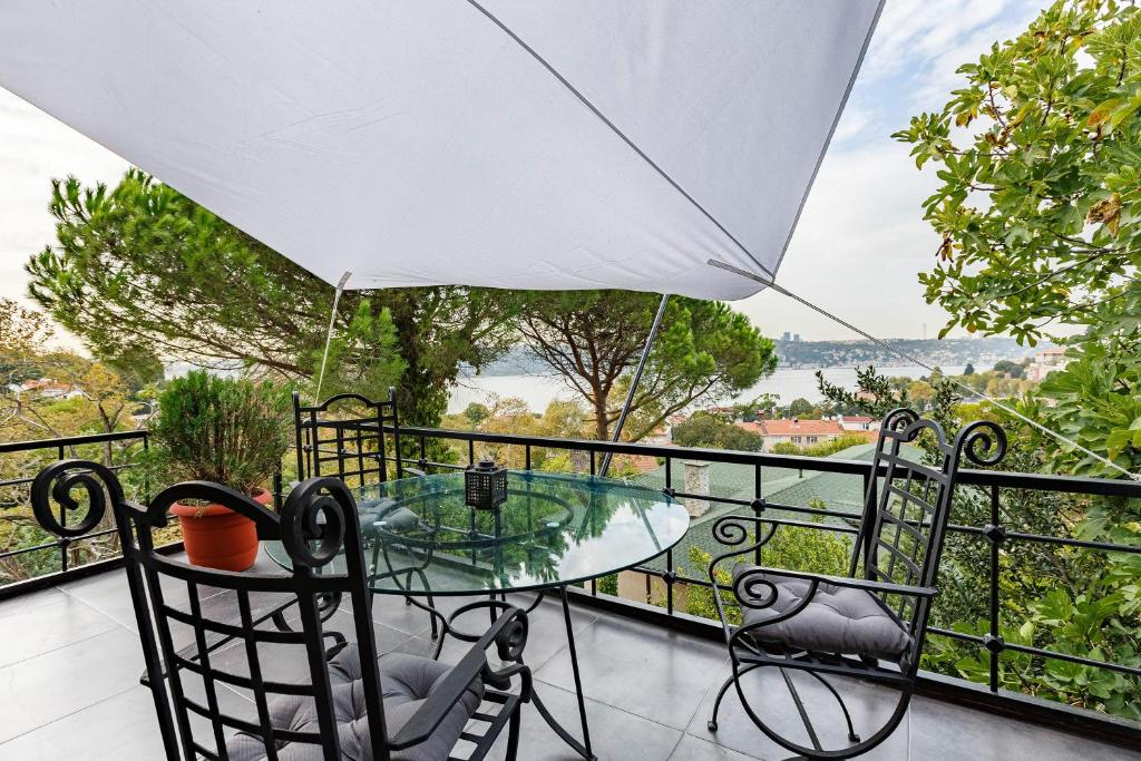 Amazing Apartment with Terrace and Fascinating View in Cengelkoy, Uskudar