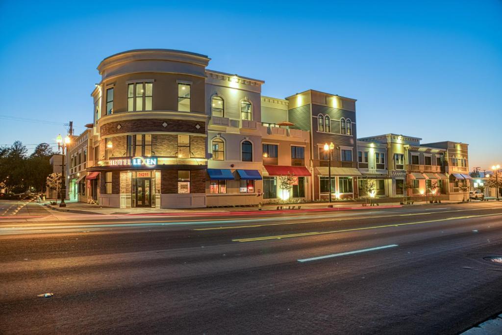 Hotel Lexen Newhall & Santa Clarita - Near Six Flags Magic Mountain