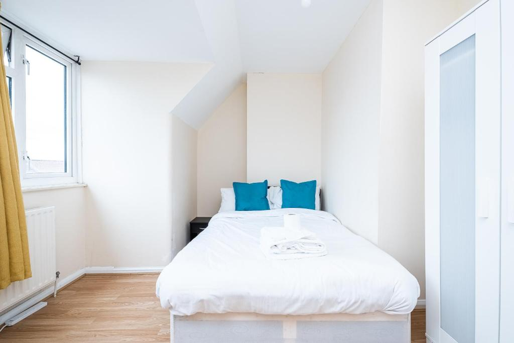 Solid Rock Extended Stays Dagenham A13