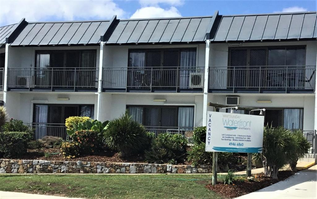 A garden outside Whitsunday Waterfront Apartments