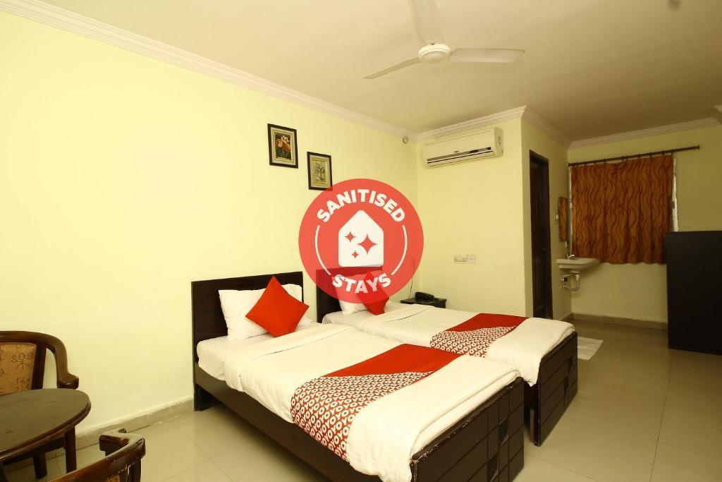 OYO 27664 Hotel Nawab