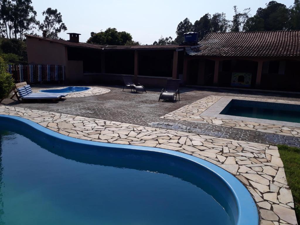 The swimming pool at or near Sítio Lírio do Vale- Munhoz, MG