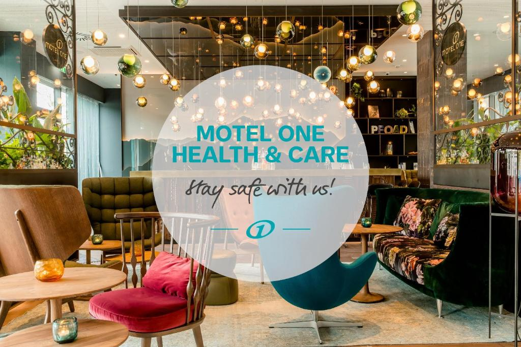 The lounge or bar area at Motel One Salzburg-Süd