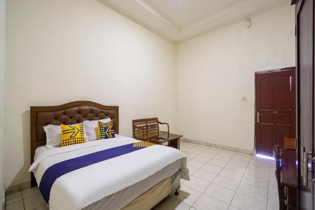 A room at SPOT ON 3978 Hotel Danau Indah